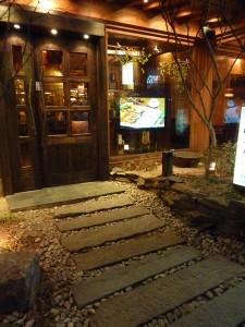 L'entrée avec dalles de pierre