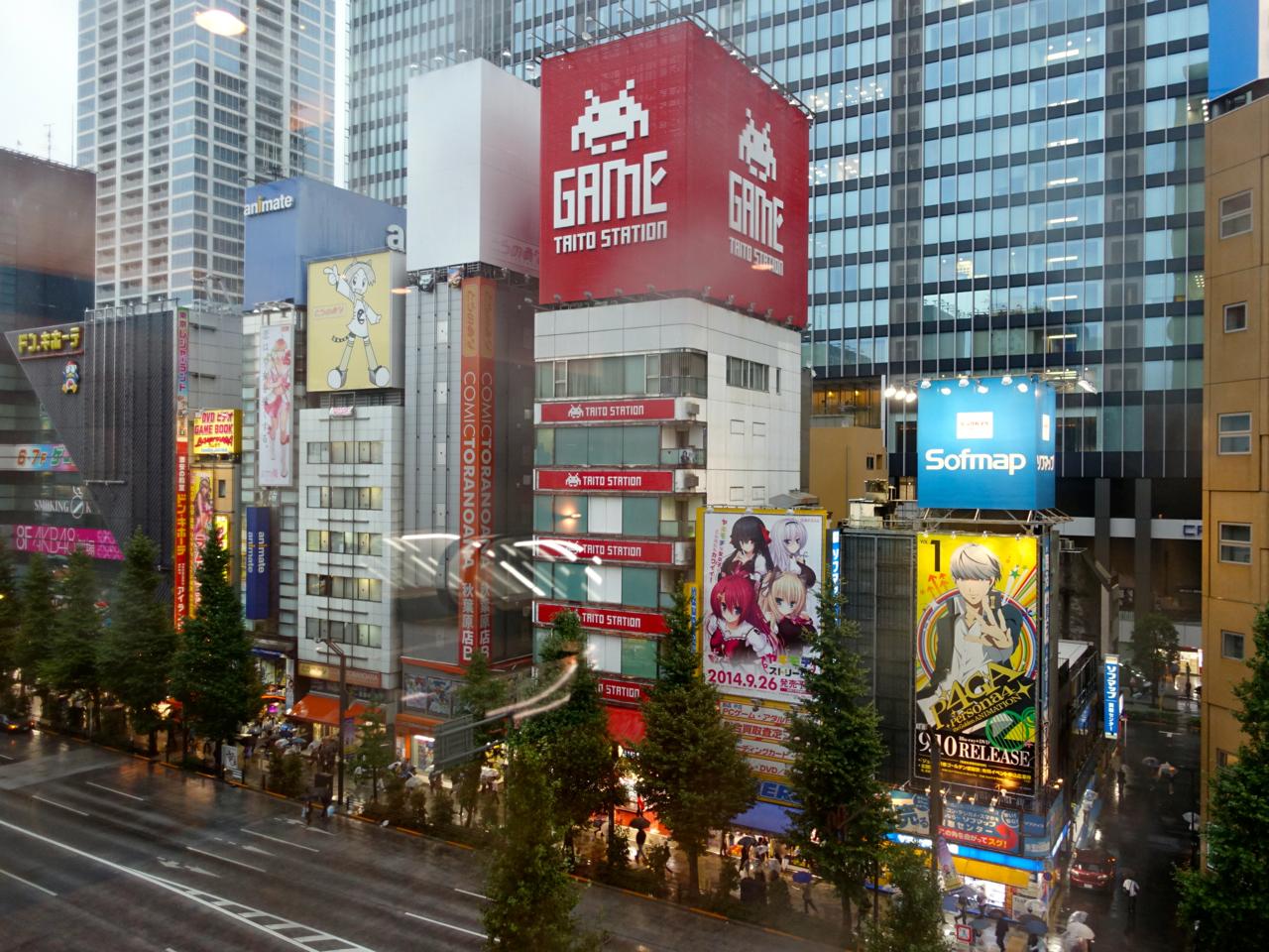 tokyo visite du plus grand magasin high tech du monde. Black Bedroom Furniture Sets. Home Design Ideas