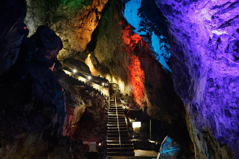 Grotte de pierre calcaire de Nippara